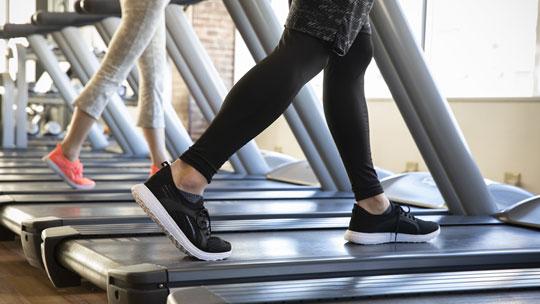 運動不足解消に有酸素運動ができるマシンがズラリ。すっきりとした体になれます。